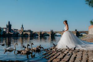 2ofus-weddings-Prague-engagement-portrait-colekor-024