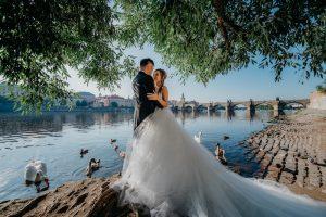 2ofus-weddings-Prague-engagement-portrait-colekor-028